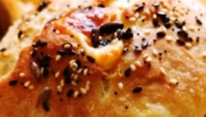 Малки хлебчета с пълнеж от шунка и кашкавал